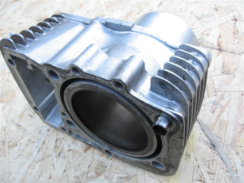 Cylinder przedni przód Suzuki VS 800 Intruder