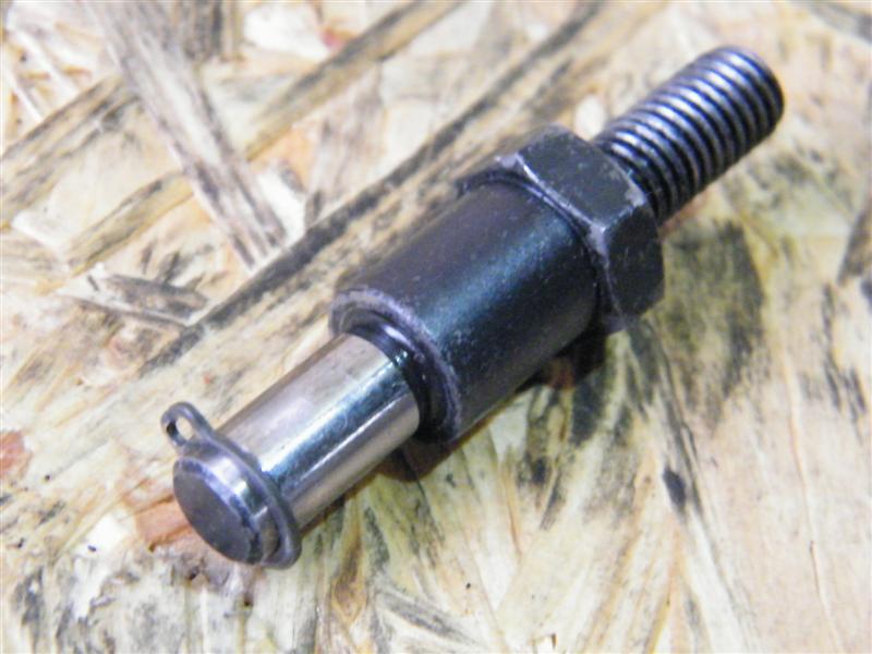Oś śruba napinacza rozrządu Suzuki LS 650 Savage