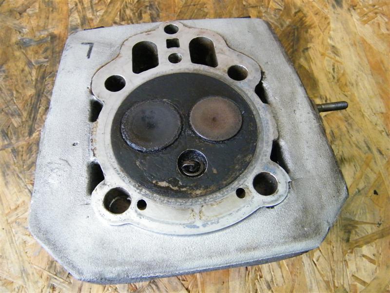 Głowica z zaworami lewa Moto Guzzi 750 Nevada